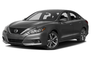 side view of 2017 Altima Nissan